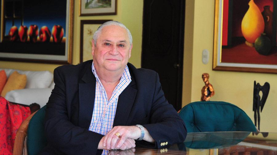 """Dr. Armando Calderón Sol: """"Los jóvenes adelantados y la grandeza de lanación"""""""